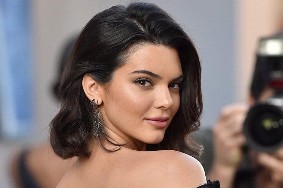 Η Kendall Jenner μοιράζεται την καθημερινή ρουτίνα ομορφιάς της με το διαδίκτυο