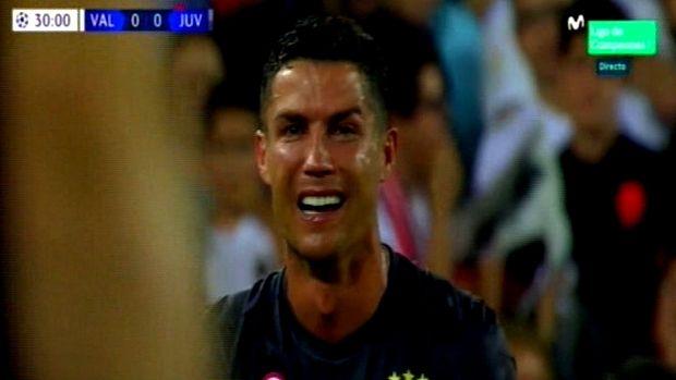 Απευθείας αποβολή και κλάμα για τον Ρονάλντο στο ματς του Champions league της Γιουβέντους με την Βαλένθια [εικόνες & βίντεο]
