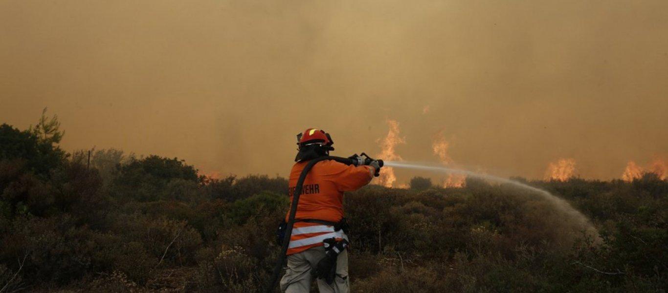 ΕΚΤΑΚΤΟ: Καίγονται σπίτια απο την φωτιά στην Ηλεία – Οι άνεμοι την κάνουν ανεξέλεγκτη (βίντεο)