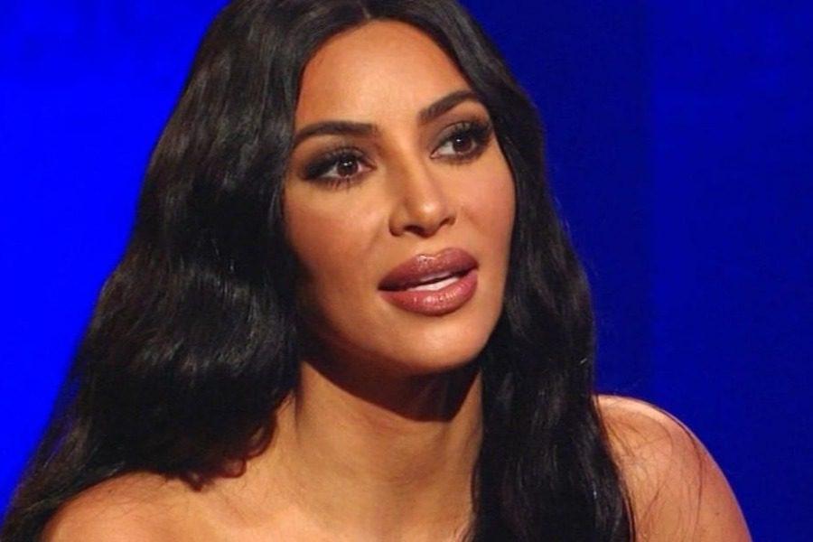 Όταν η Kim Kardashian έπιασε τον πατριό της να δοκιμάζει φουστάνια