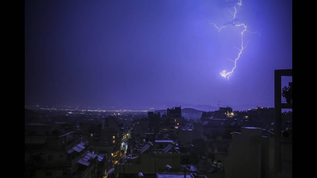 Έκτακτο δελτίο ΕΜΥ: Δείτε πού θα «χτυπήσει» η κακοκαιρία «Ορέστης» τις επόμενες ώρες