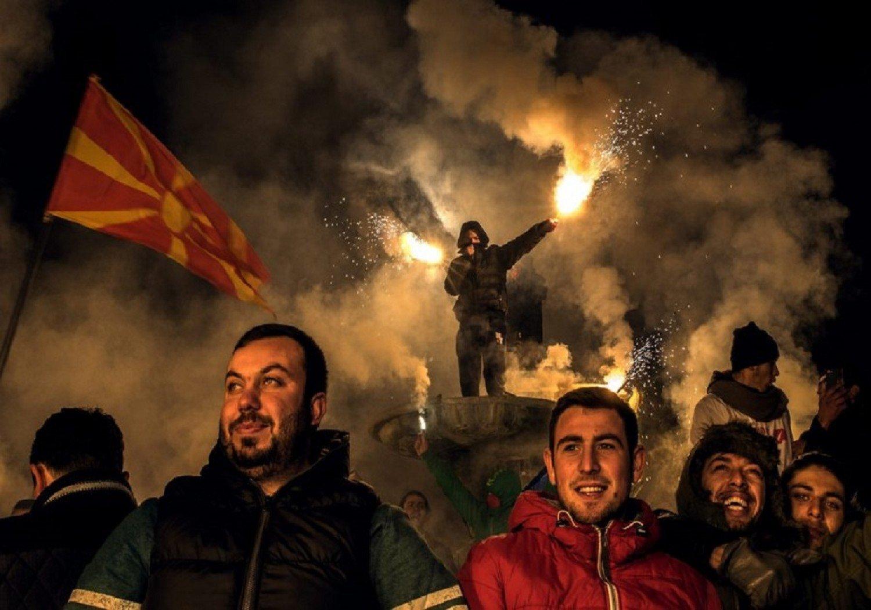 «Σφαγή» στα Σκόπια: Άρχισαν οι πρώτες απειλές κατά βουλευτών – Ψάχνει για αποστάτες ο Ζάεφ – Διακήρυξη Γκρουέφσκι: «Μην τολμήσετε…»