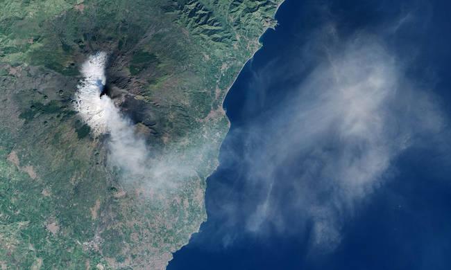 «Βόμβα» επιστημόνων: Κίνδυνος για τσουνάμι στο Ιόνιο λόγω Αίτνας