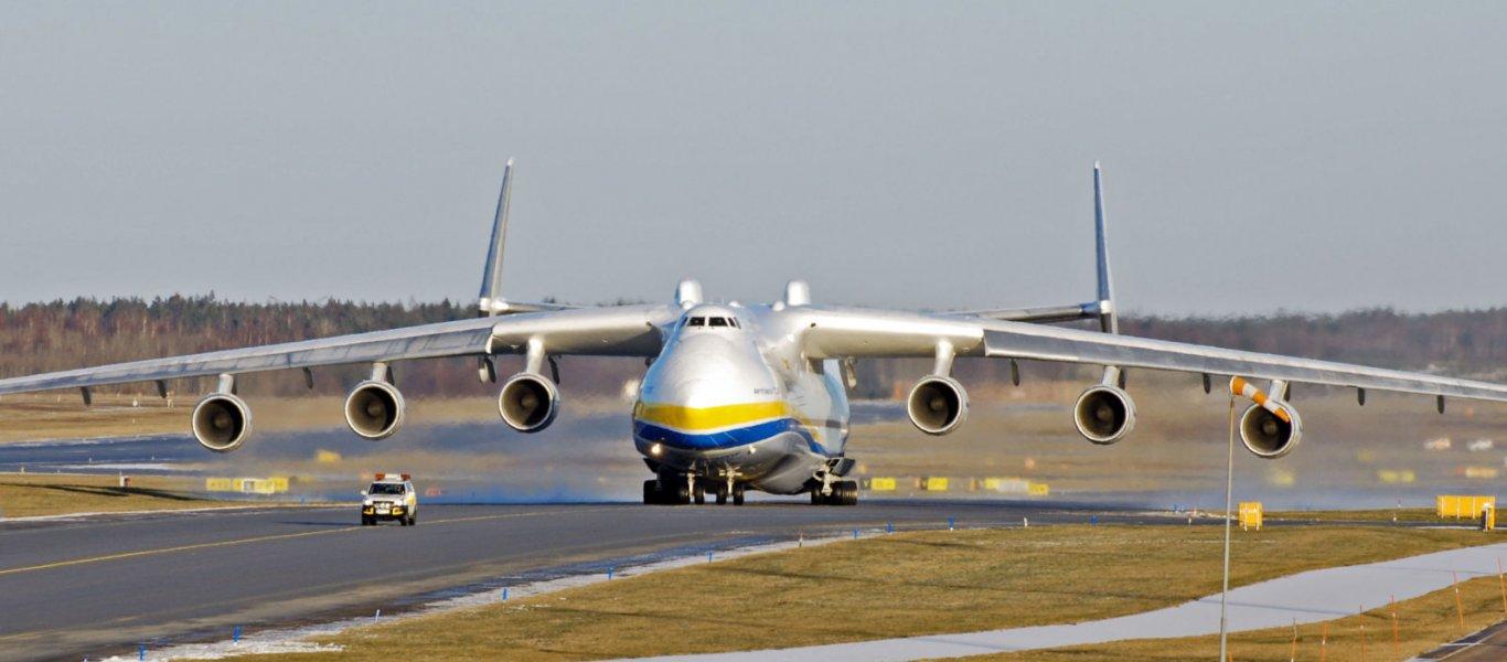 Η στιγμή που δύο Antonov συγκρούονται στο αεροδρόμιο του Χαρτούμ (βίντεο)
