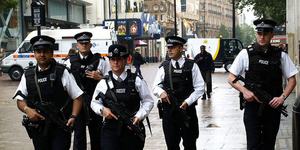 Ελεγχόμενη έκρηξη σε πακέτο που εντοπίστηκε κοντά στο βρετανικό κοινοβούλιο