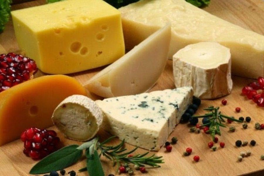 Γιατί δεν πρέπει να τυλίγουμε τα τυριά με μεμβράνη τροφίμων