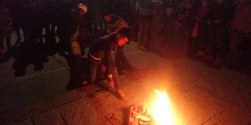 Βίντεο-σοκ: Έκαψαν ζωντανό έναν ύποπτο για κλοπή στο Περού