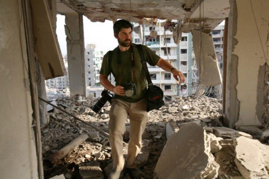 Chris Hondros: Ο θρυλικός πολεμικός φωτογράφος που σκοτώθηκε στην Λιβύη