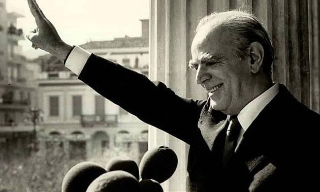 ΣΑΝ ΣΗΜΕΡΑ: 4 Οκτωβρίου 1974 – Ιδρύεται το κόμμα της Νέας Δημοκρατίας (vid+pics)