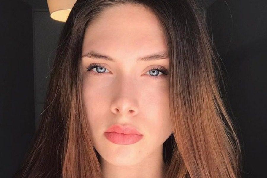 Αυτή είναι η Ελληνίδα Lana Del Rey και είναι κόρη της Εβελίνας Παπούλια