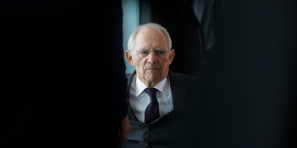 «Βόμβα» Σόιμπλε: Η εξουσία της Μέρκελ δεν είναι πια αδιαμφισβήτητη