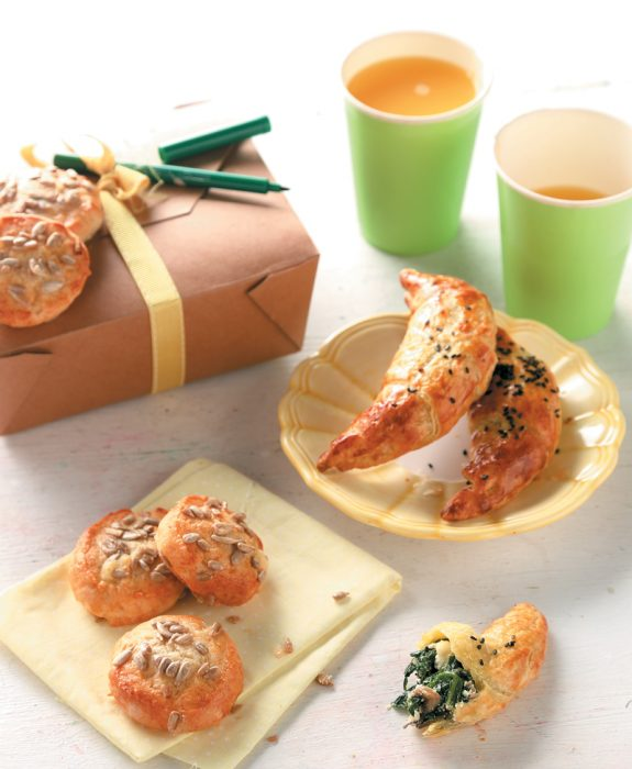 Τυρομπισκότα με ηλιόσπορους και αλμυρά κρουασάν