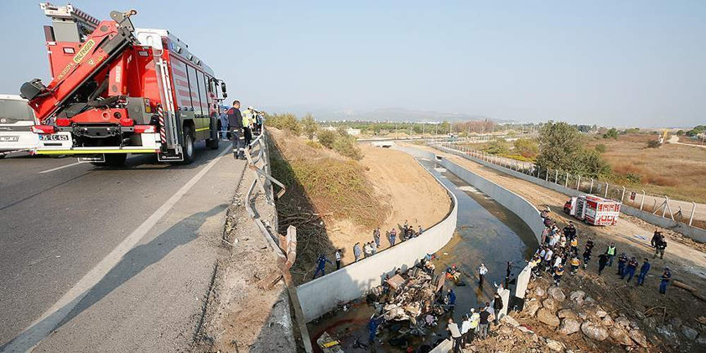 Τραγωδία στη Σμύρνη: 22 νεκροί μετανάστες και 13 τραυματίες από ανατροπή φορτηγού [εικόνες & βίντεο]