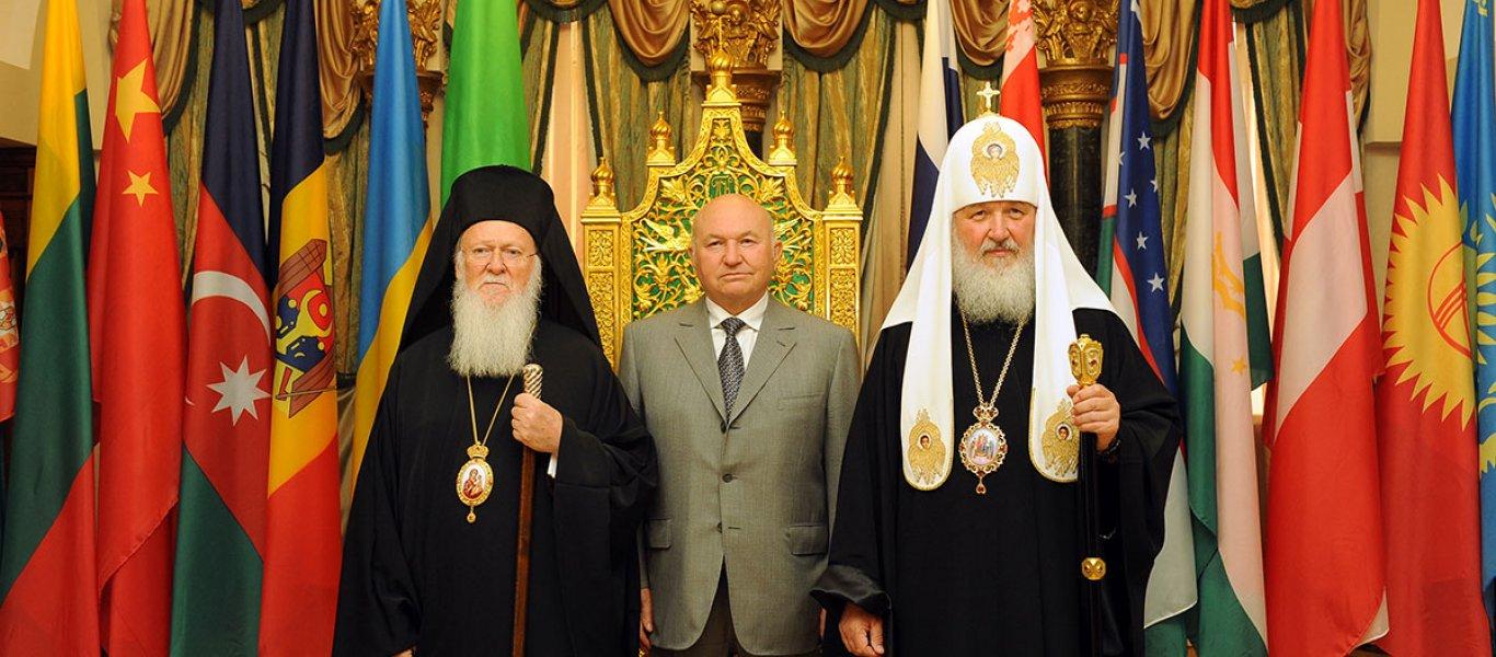 Το Φανάρι χαρακτηρίζει το ορθόδοξο σχίσμα «μονομερές» και συνεχίζει να μνημονεύει τον Πατριάρχη Μόσχας