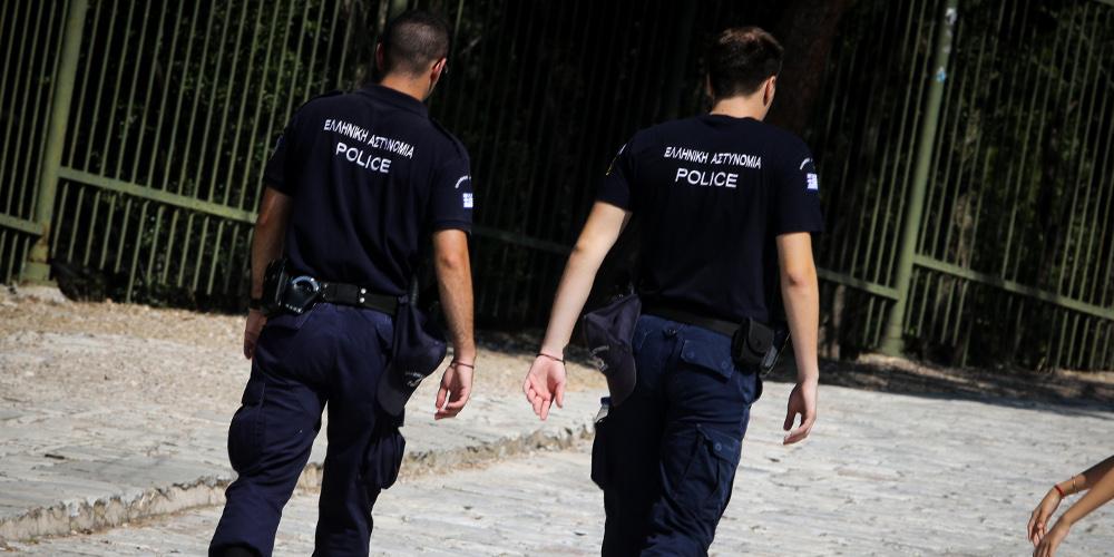 Συμπλοκή αστυνομικών με νεαρούς σε κλαμπ της Μυκόνου