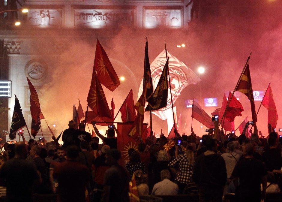 ΕΚΤΑΚΤΟ – Οι Αλβανοί διχοτομούν τα Σκόπια: «Έρχεται εθνοτική διάσπαση μετά από συγκρούσεις» – Προμηνύουν επέμβαση του ΝΑΤΟ