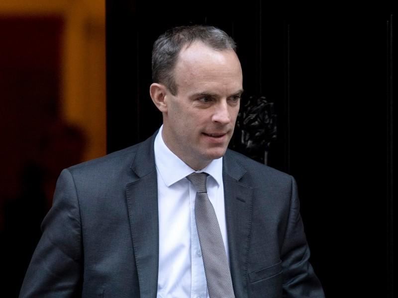 Παραιτήθηκε ο υπουργός του Brexit Ντόμινικ Ράαμπ – Σε «αναμμένα κάρβουνα» η Μέι