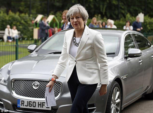 Αντιμέτωπη με μπαράζ παραιτήσεων η Μέι μετά τη συμφωνία για το Brexit (upd)