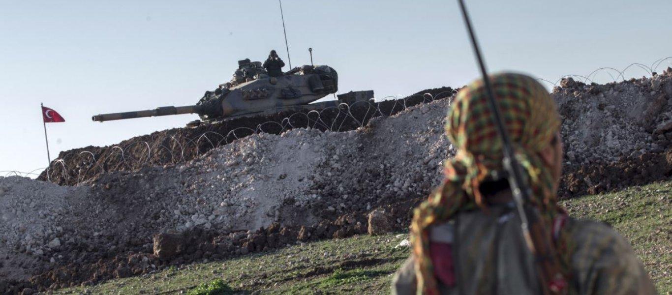 Η Άγκυρα επιτέθηκε κατά των Κούρδων στην ελεγχόμενη από τις ΗΠΑ Tal Al-Abyad και οι Αμερικανοί απλά… κοιτούσαν