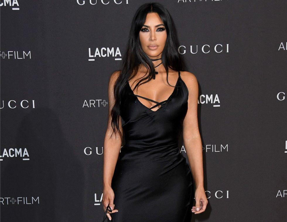 Το στενό, διαφανές φόρεμα της Kim Kardashian θα σας υπνωτίσει