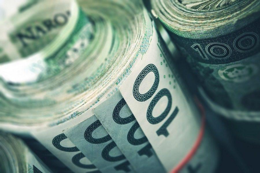 Βρήκε 95.000 ευρώ σε μεταχειρισμένη ντουλάπα που αγόρασε