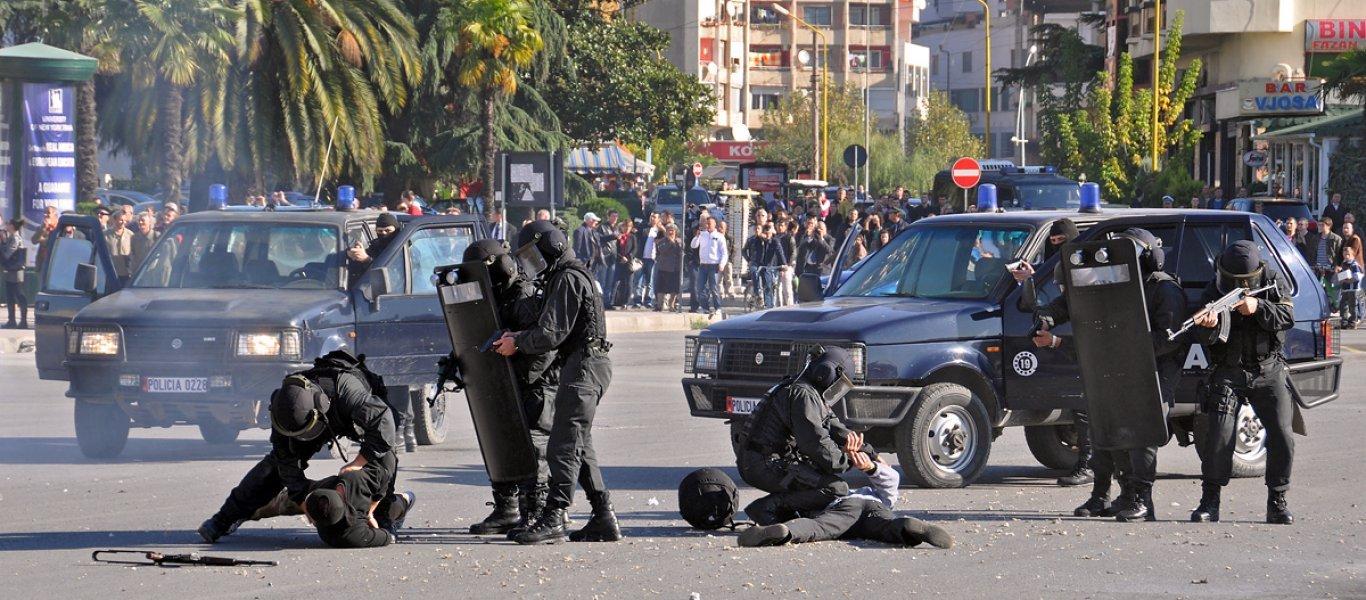 Αλβανικό πογκρόμ κατά Ελλήνων στη Βόρεια Ήπειρο: Μαζικές συλλήψεις μετά την κηδεία Κ.Κατσίφα (upd,φωτό)