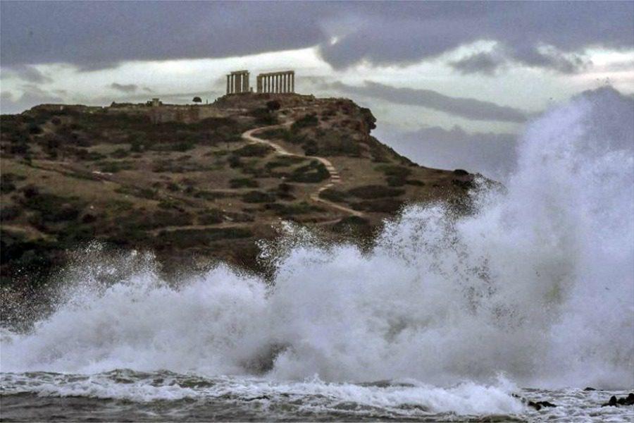 Η επίθεση του κυκλώνα στο ναό του Ποσειδώνα στο Σούνιο