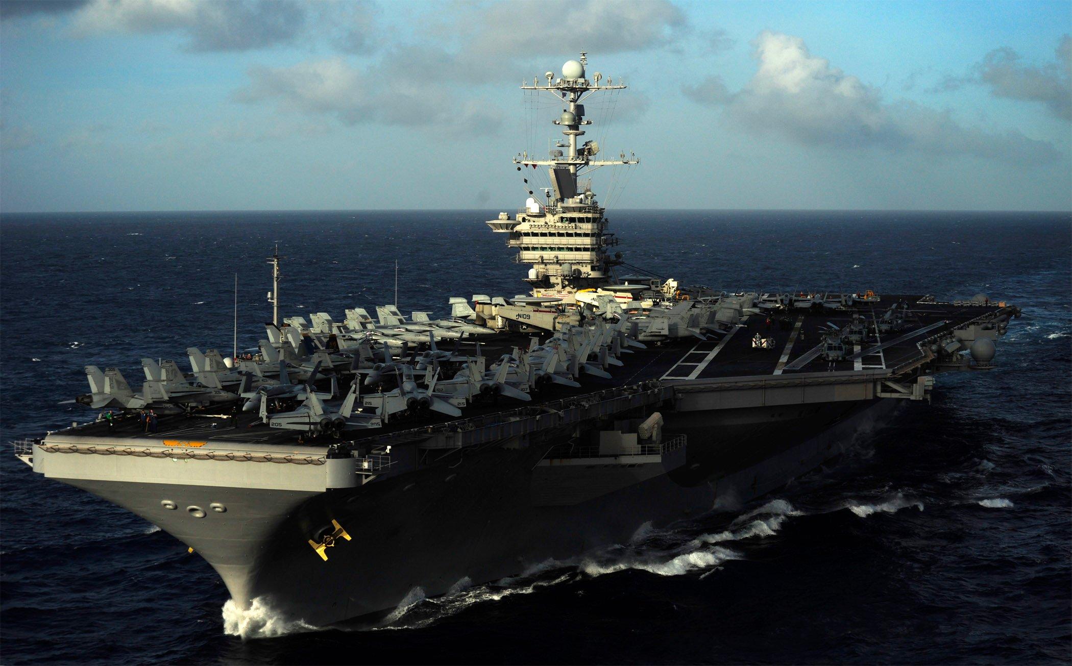 EKTAKTH EIΔΗΣΗ: Iρανικά πλοία εκτόξευσαν πυραύλους κατά αεροπλανοφόρου των ΗΠΑ – «Κόλαση» στον Περσικό Κόλπο – Βίντεο