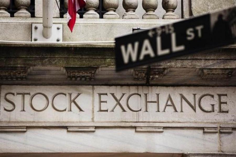 Νευρικότητα στη Wall Street, εν μέσω εμπορικών ανησυχιών – Υπό πίεση η Apple