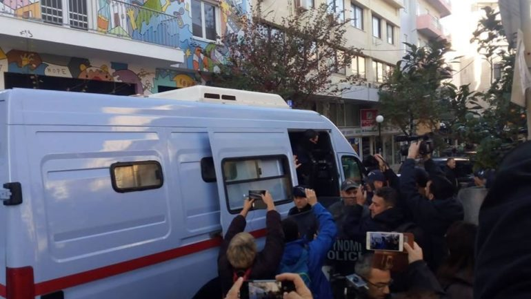 """""""Αστακός"""" το δικαστικό μέγαρο – Προσήχθησαν οι κατηγορούμενοι για τη δίκη Λεμπιδάκη"""