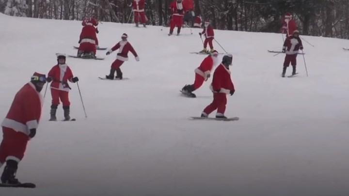 Εκατοντάδες Αη Βασίληδες έβαλαν τα πέδιλα του σκι… για φιλανθρωπικό σκοπό