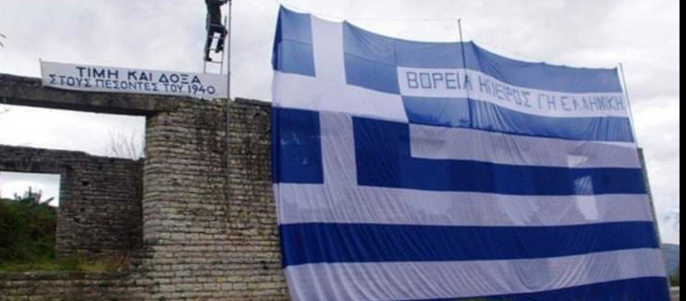 Σοβαρό επεισόδιο:Βορειοηπειρώτες καταδιώκουν αλβανούς – Kατέστρεψαν μνημείο και έσκισαν την ελληνική σημαία