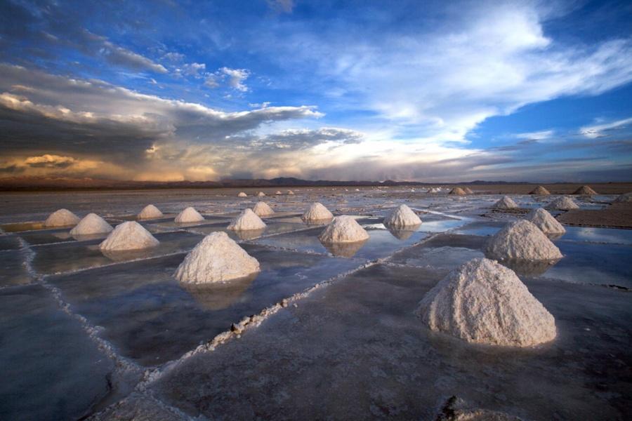 To Βερολίνο εξασφαλίζει πρόσβαση στα αχανή κοιτάσματα λιθίου της Βολιβίας