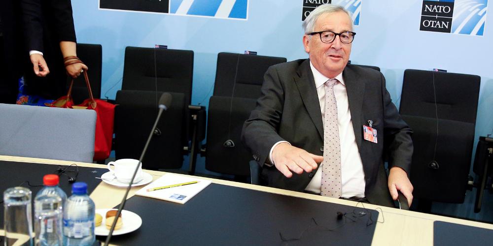Απίστευτο: Ο Γιούνκερ… ξεμάλλιασε γυναίκα στη Σύνοδο Κορυφής της ΕΕ [βίντεο]