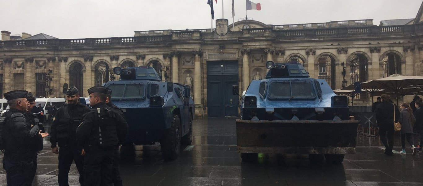 «Μάχη» Μπάνον-Σόρος στην Γαλλία- Γάλλοι στρατηγοί & Ν.Τραμπ «ανατρέπουν» τον Ε.Μακρόν: «Ενοχος προδοσίας»