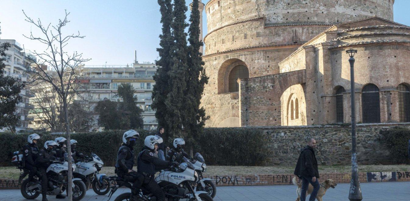 Βίντεο-ντοκουμέντο: Οι «ναρκοπιάτσες» της πλατείας… «Εσκομπάρ» στη Θεσσαλονίκη