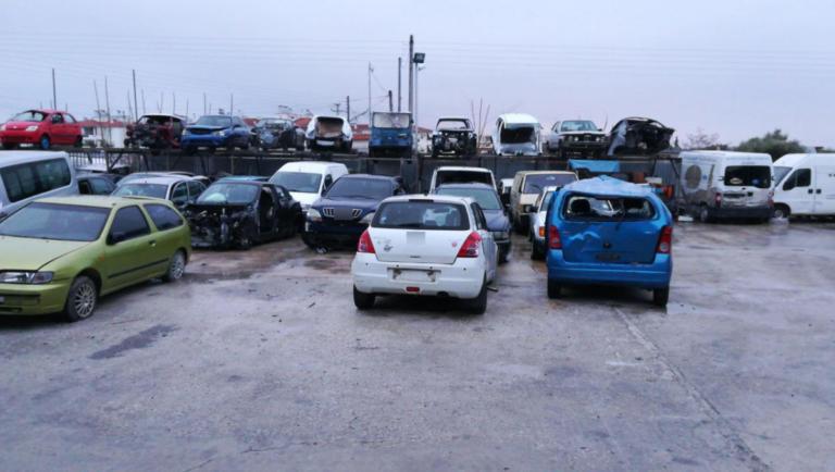 Είχαν ολόκληρη μάντρα με κλεμμένα αυτοκίνητα!