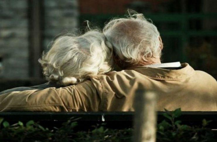 Νύχτα τρόμου για ηλικιωμένο στην Εκάλη – Τον λήστεψαν στο σπίτι του