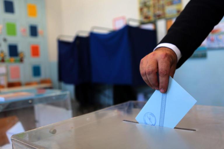 """Δημοσκόπηση: """"Ναι"""" σε πρόωρες εκλογές και Κυριάκο Μητσοτάκη – Φόβοι για νέα μέτρα"""