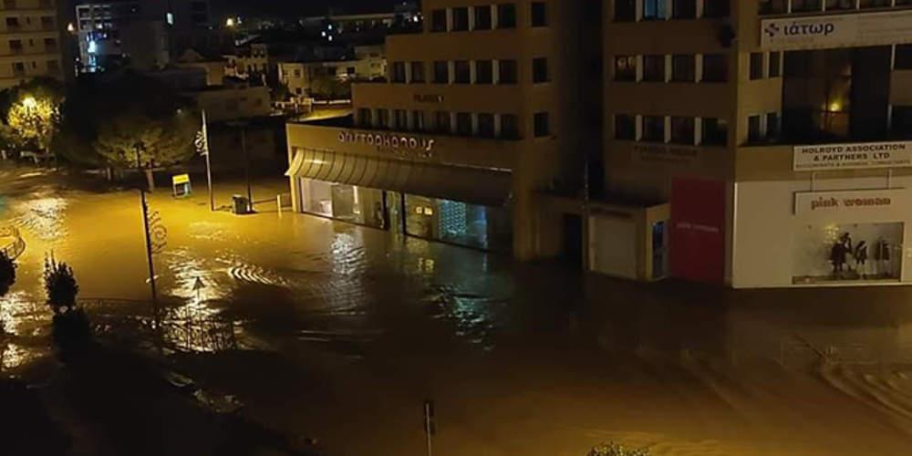 Πλημμύρες σε σπίτια και δρόμους στην Κύπρο από την κακοκαιρία