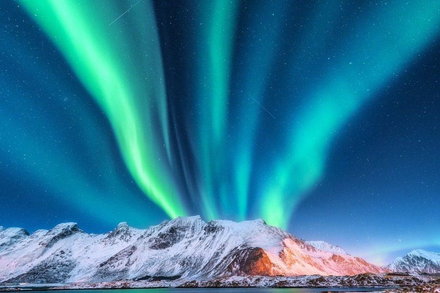Αurora Βorealis: Το φυσικό φαινόμενο που κάνει τον ουρανό πολύχρωμο