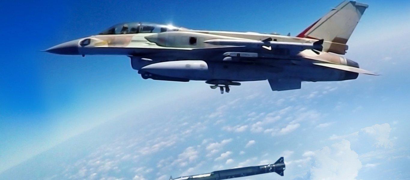 Βίντεο: Ισραηλινό F-16I εκτοξεύει θερμοβολίδες στον συριακό ουρανό – Καταιγισμός αντιαεροπορικών πυρών