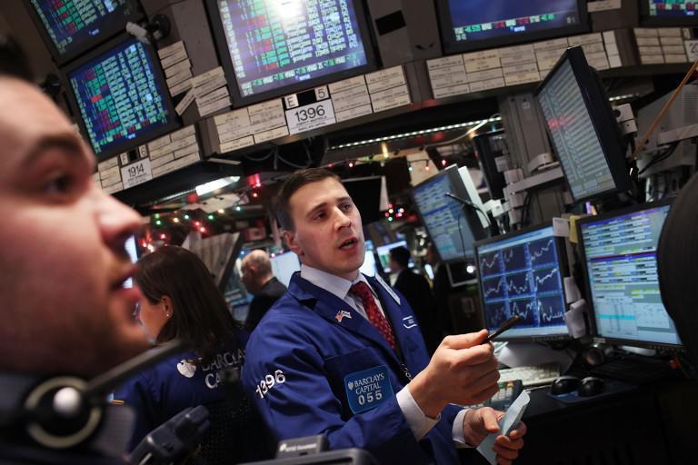 Συνεχίζεται η κατρακύλα στη Wall Street – Κάτω και από της 23.000 μονάδες βυθίστηκε ο Dow Jones