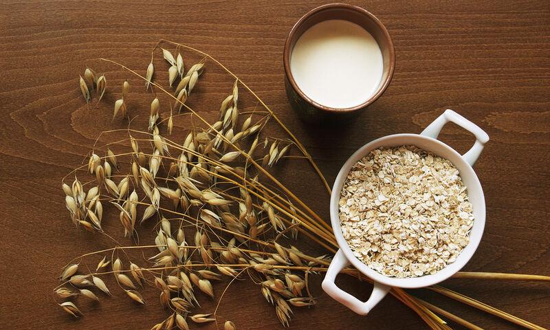 Γάλα βρόμης: Είναι πιο υγιεινό από άλλα γάλατα φυτικής προέλευσης;