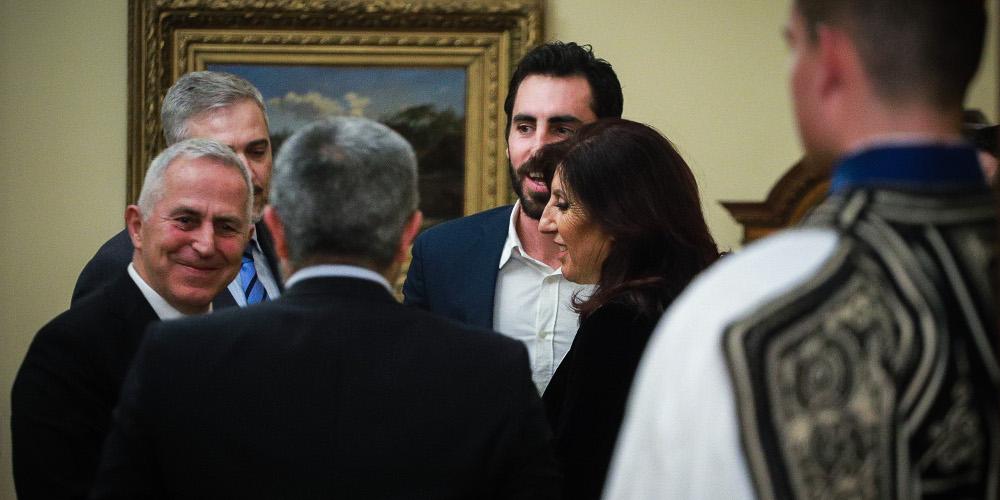 Τώρα: Ορκίζεται ο Αποστολάκης ως νέος υπουργός Εθνικής Άμυνας