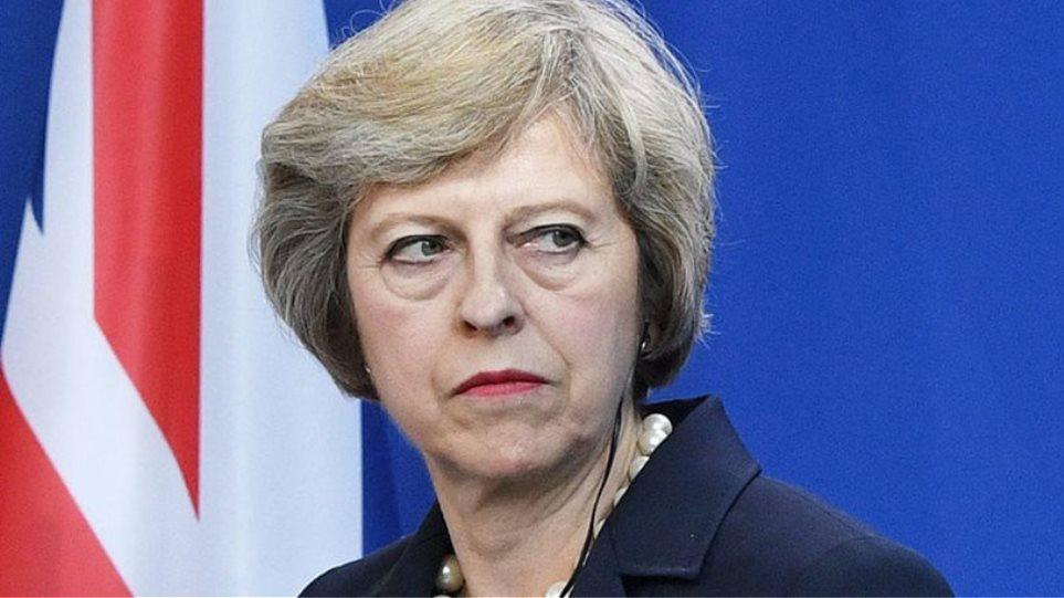 Brexit: Αφήνουν μόνη την Μέι να τα βγάλει πέρα με τους Ευρωπαίους