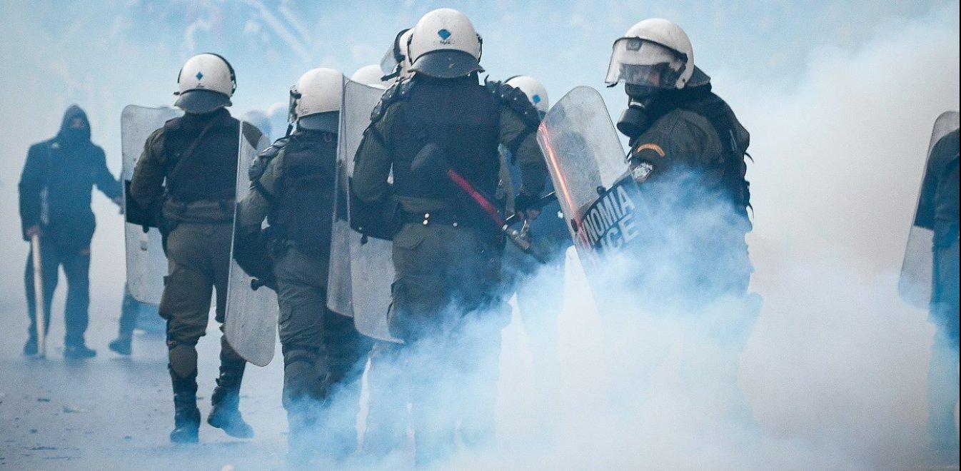 Χημικά σε διαδηλώσεις: Μια ιστορία με πολλά (πολιτικά) δάκρυα…