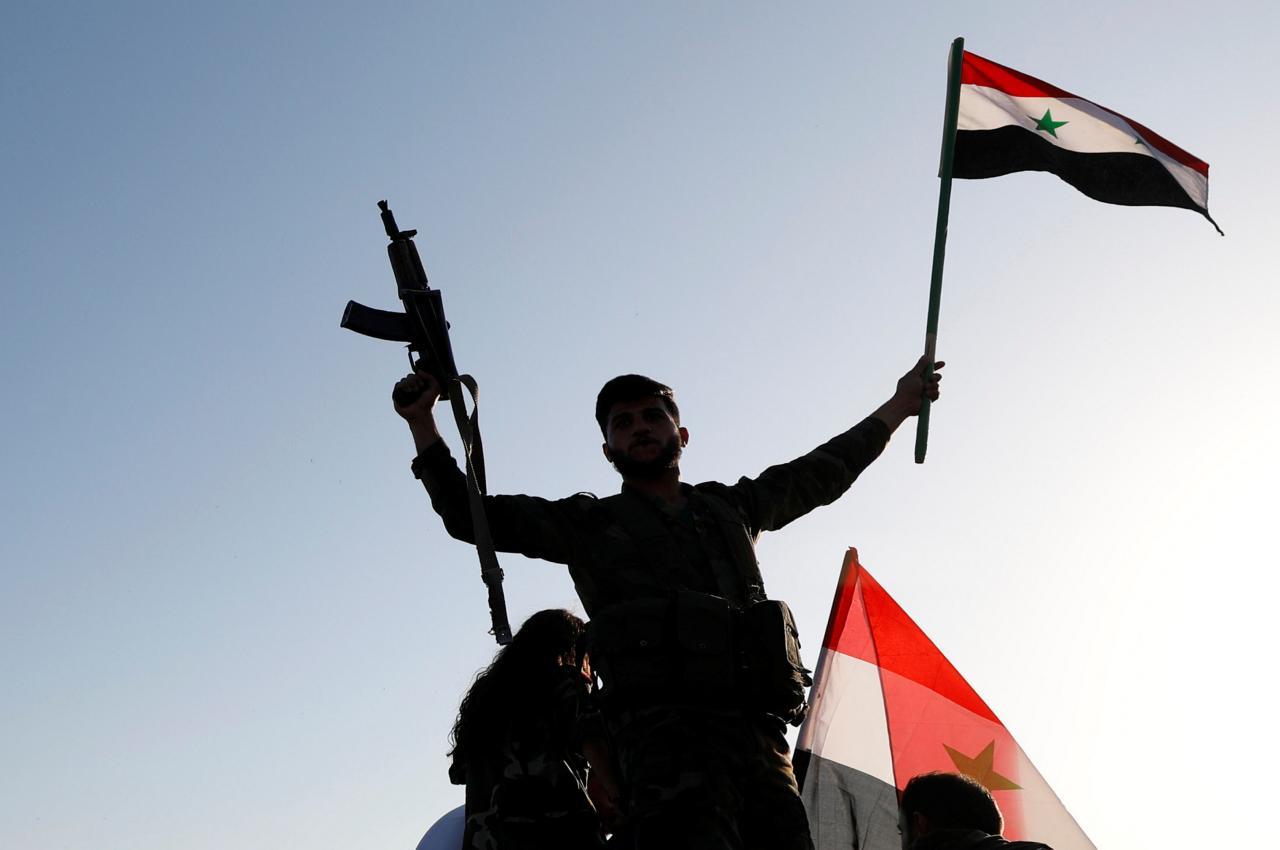 «Συμπλοκή» Αμερικανών με Σύριους στη Μανμπίζ: Ο στρατός των ΗΠΑ απαίτησε την υποστολή της συριακής σημαίας – Βίντεο-ντοκουμέντο