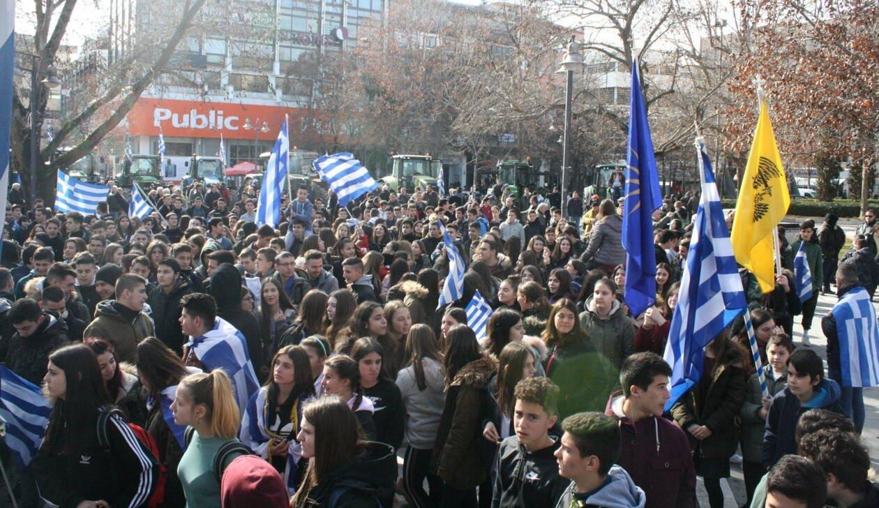 Οι Μακεδόνες «σφυροκοπούν» τον Τσίπρα: Υπό «πολιορκία» τα γραφεία ΣΥΡΙΖΑίων – Καταλήψεις σε 55 σχολεία – Στη «μάχη» & οι αγρότες