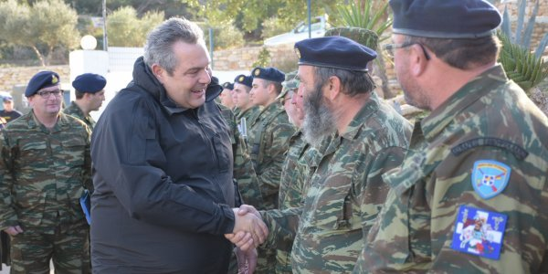 Ο Πάνος Καμμένος αποχαιρέτησε τους αρχηγούς των γενικών επιτελείων!